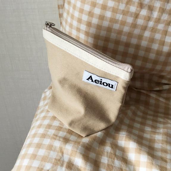 Aeiou Basic Pouch (M size)Warm Beige
