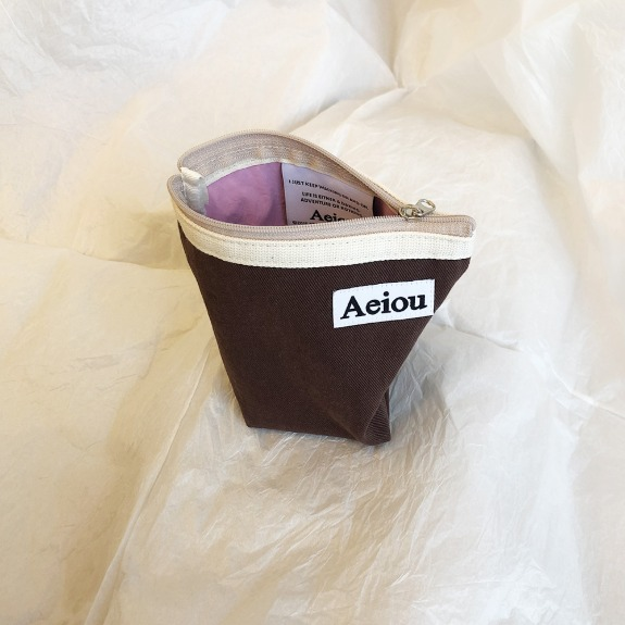 Aeiou Basic Pouch (M size)Chestnut