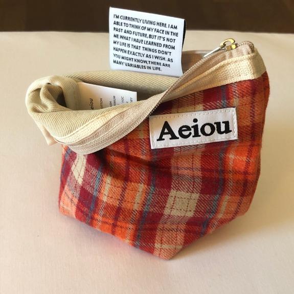 Aeiou Basic Pouch (M size)Pepperoni Check