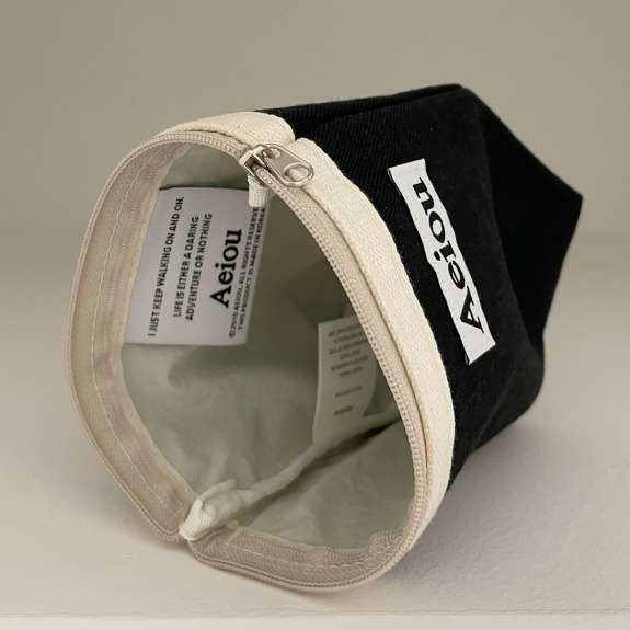 Aeiou Basic Pouch (M size)  Classic Black