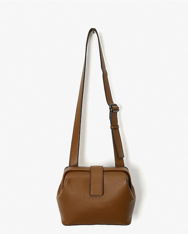 a ball shoulder bag