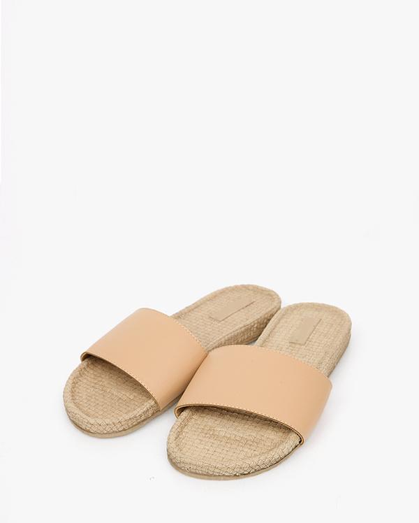 simple straw slipper
