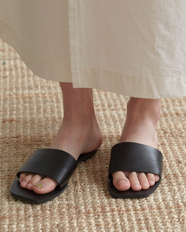 square modern slippers (230-250)