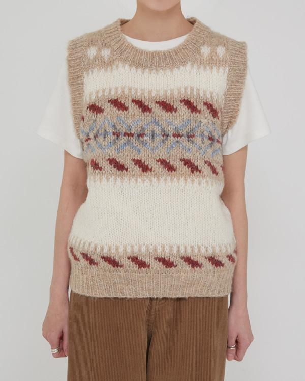 camel pattern knit vest