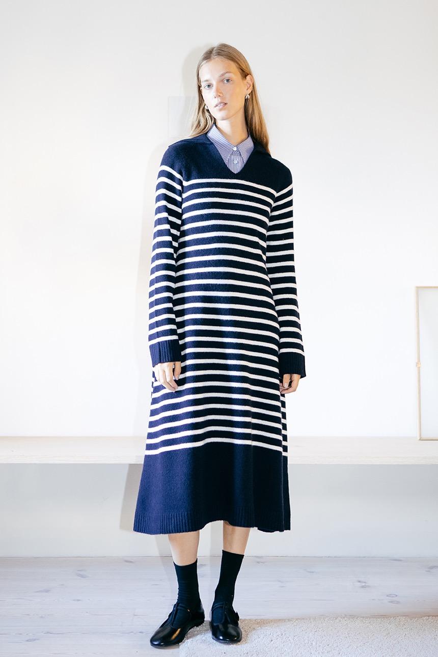 [10/28 예약배송][김나영착용]HYGGEKROG V-neck collar stripe knit dress (Dark navy)