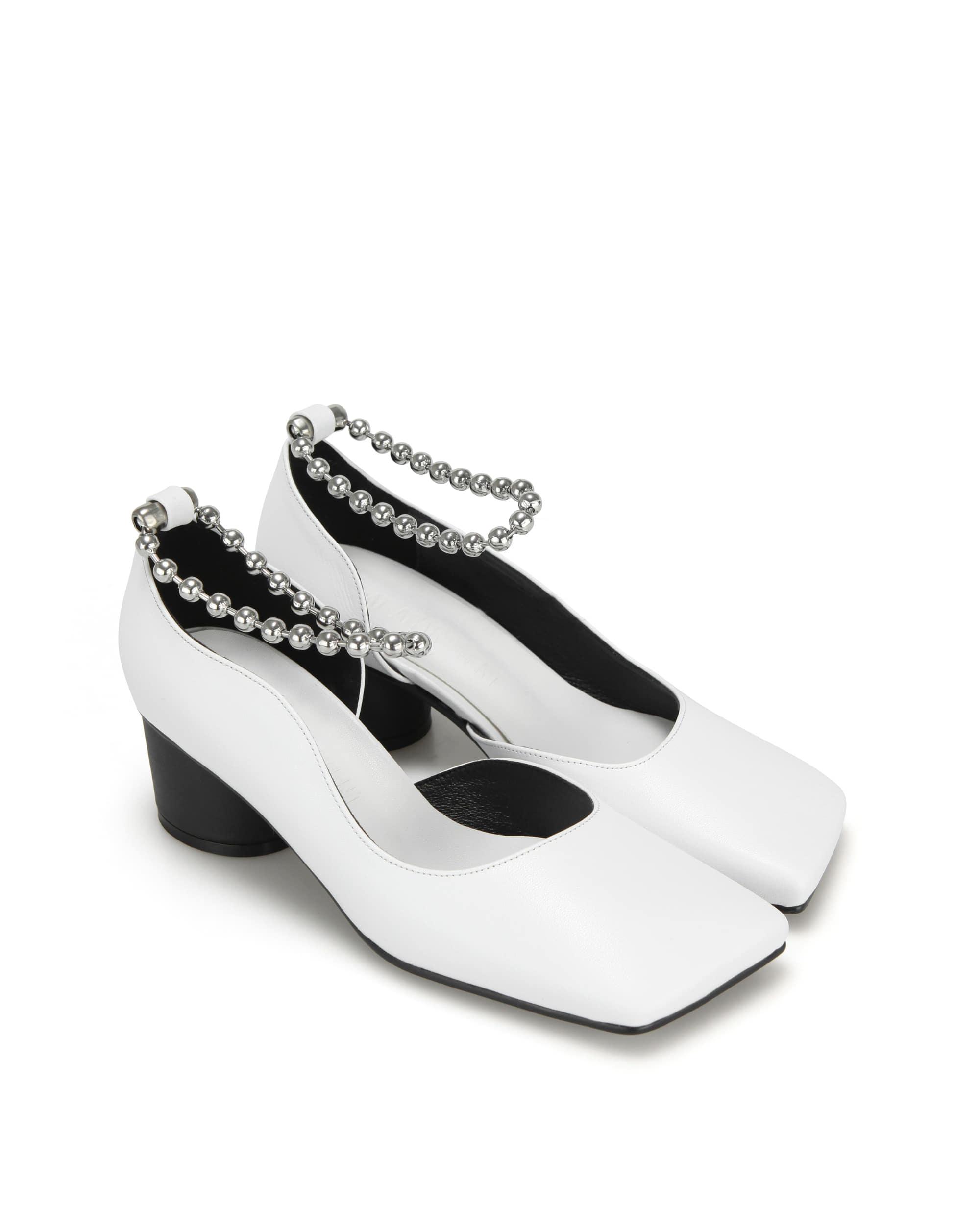 플랫아파트먼트, 힐, 펌프스, 미드힐, 볼체인, 슈즈, 신발, 구두, flatapartment, flat apartment, heels, pumps, mid heels, ball chain, shoes, Seoul fashion, k fashion, flat apartment shoes