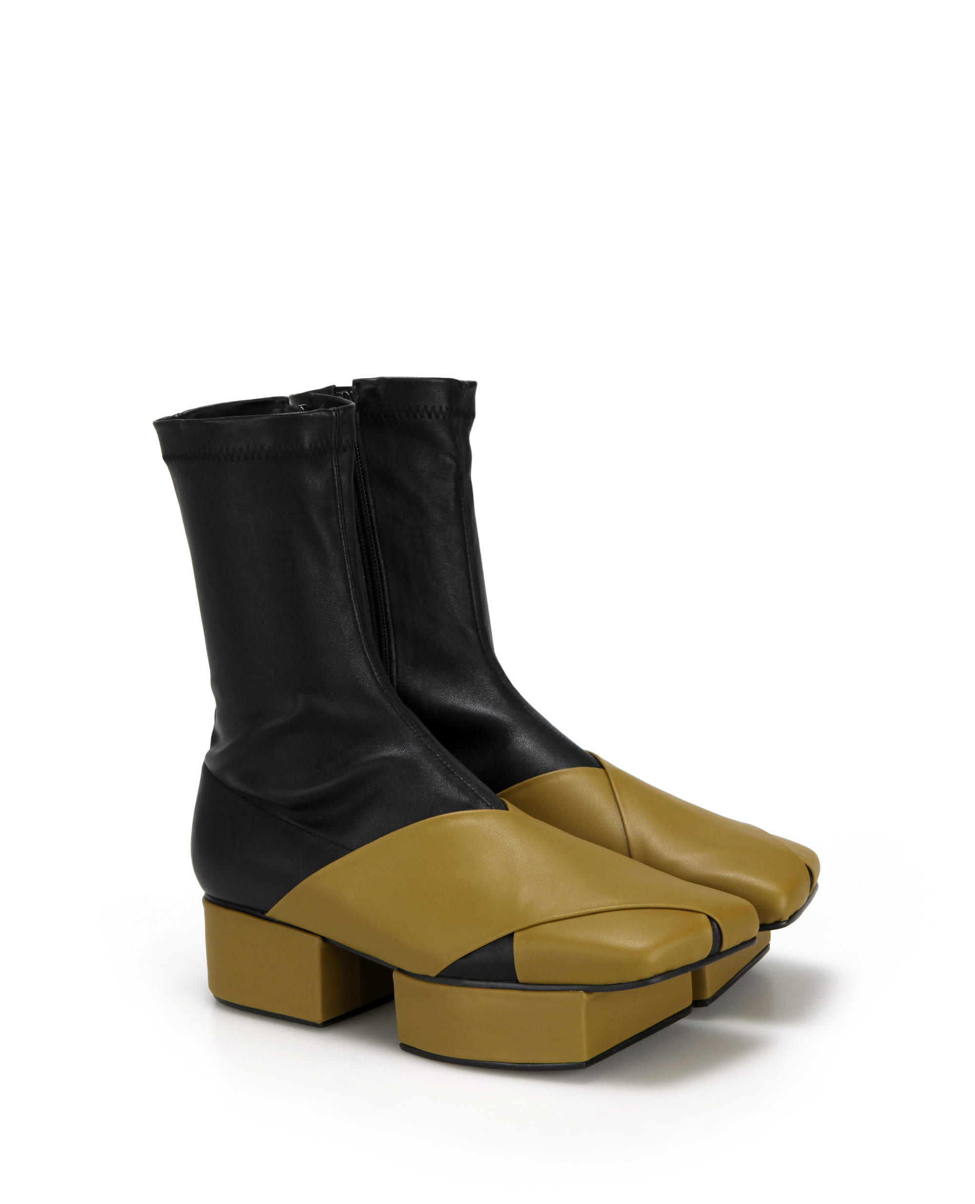 플랫아파트먼트, 부츠, 앵클부츠, 삭스부츠, 슈즈, 신발, 구두, 통굽신발, 플랫폼슈즈, flatapartment, flat apartment, boots, ankle boots, ankleboots,  sock boots, shoes, Seoul fashion, k fashion, flat apartment shoes, platforms, platform shoes