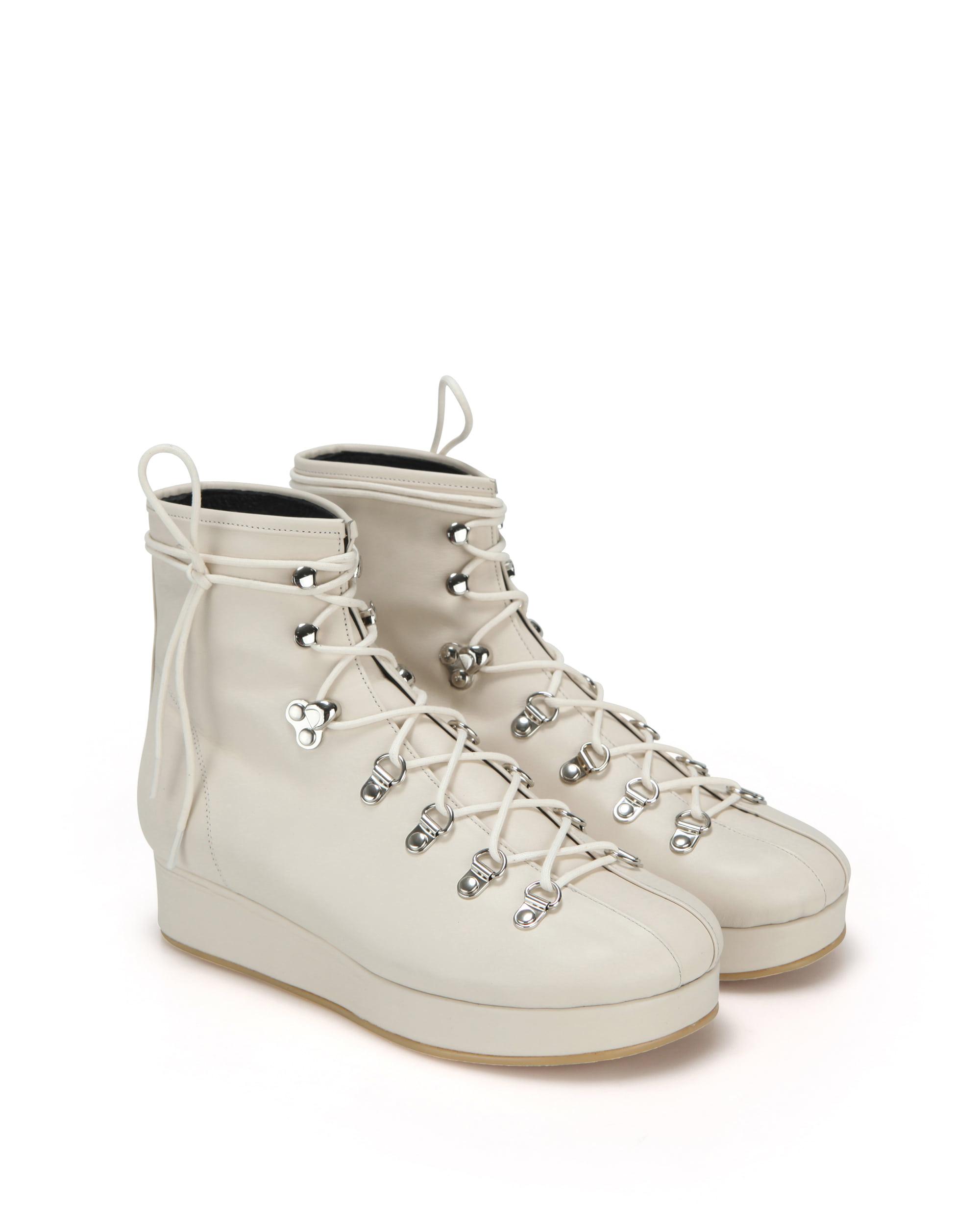 플랫아파트먼트, 플랫, 플랫슈즈, 슈즈, 신발, 구두, 하이킹부츠, 부츠, 앵클부츠, flatapartment, flat apartment, flats, flat shoes, lace up shoes, lace up platforms, platforms, hiking boots, boots, shoes, Seoul fashion, k fashion, flat apartment shoes