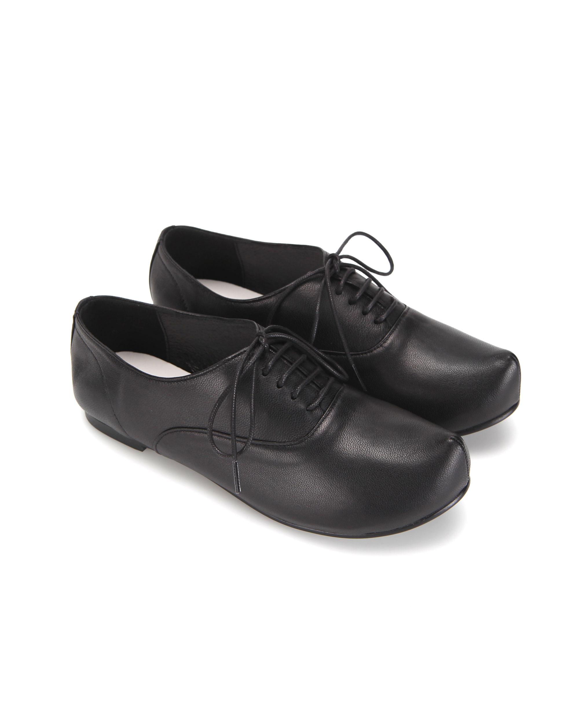 플랫아파트먼트, 플랫아파트먼트 신발, 플랫아파트먼트 슈즈, 포인티드토, 포인티드코, 포인티드토 플랫 신발, 옥스포드신발, 포인티드토 신발, 포인티드코플랫, 옥스포드 슈즈, 더비슈즈, flatapartment, flat apartment, flat apartment shoes, flatapartment shoes, pointed toe flat shoes, pointed toe shoes, lace up shoes, lace up flat shoes, pointed toe lace up shoes, oxford shoes, derby lace up, derby shoes, pointed toe derby, pointed toe oxford shoes, shoes, Seoul fashion, K fashion, platform shoes, platforms, unique shoes, unique platforms
