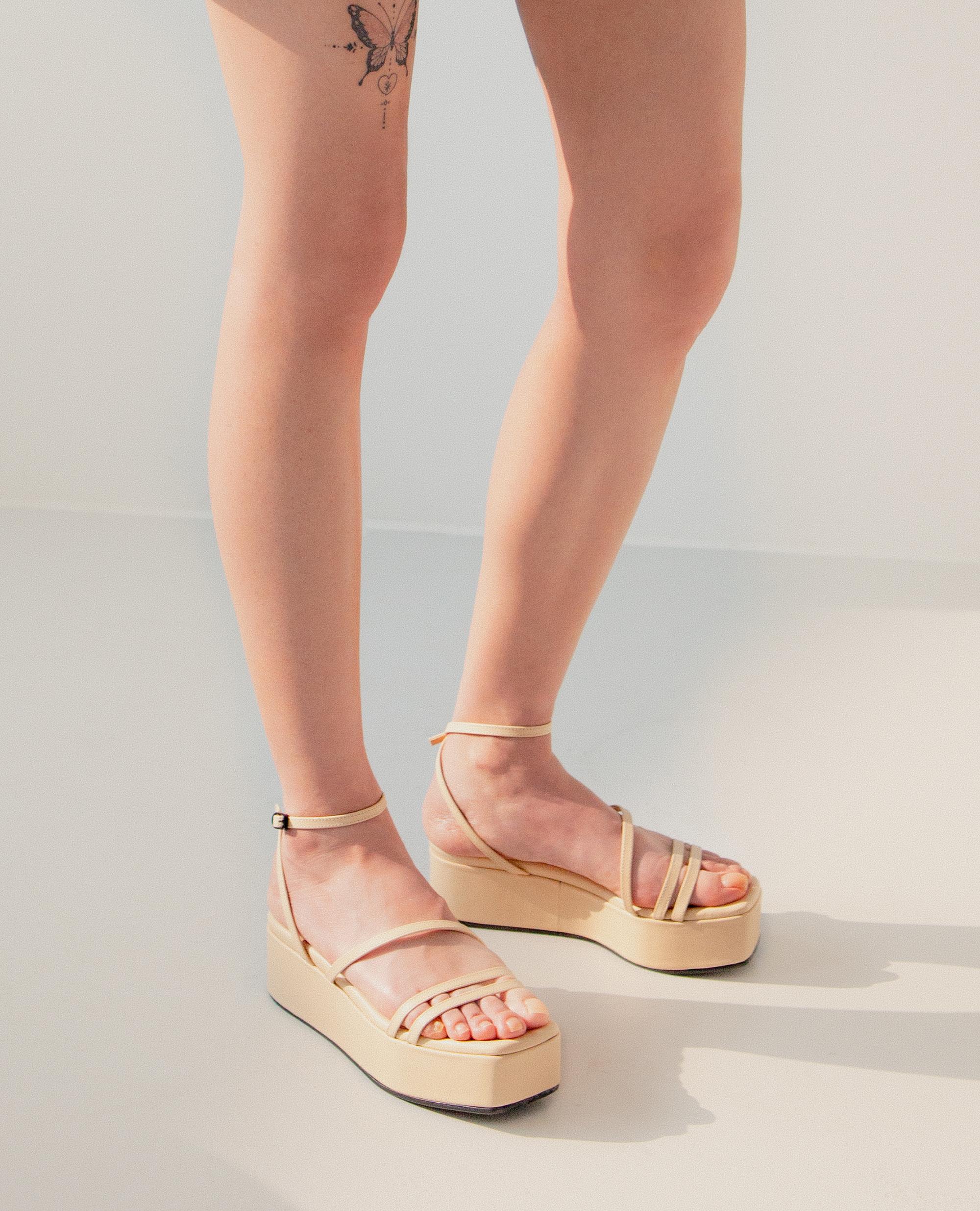 플랫아파트먼트써클, 플랫아파트먼트서클, 플랫폼슈즈, 통굽신발, 통굽샌들, 플랫폼샌들, 샌들, flatapartmentcircle, flat apartment circle, platform shoes, platform sandals