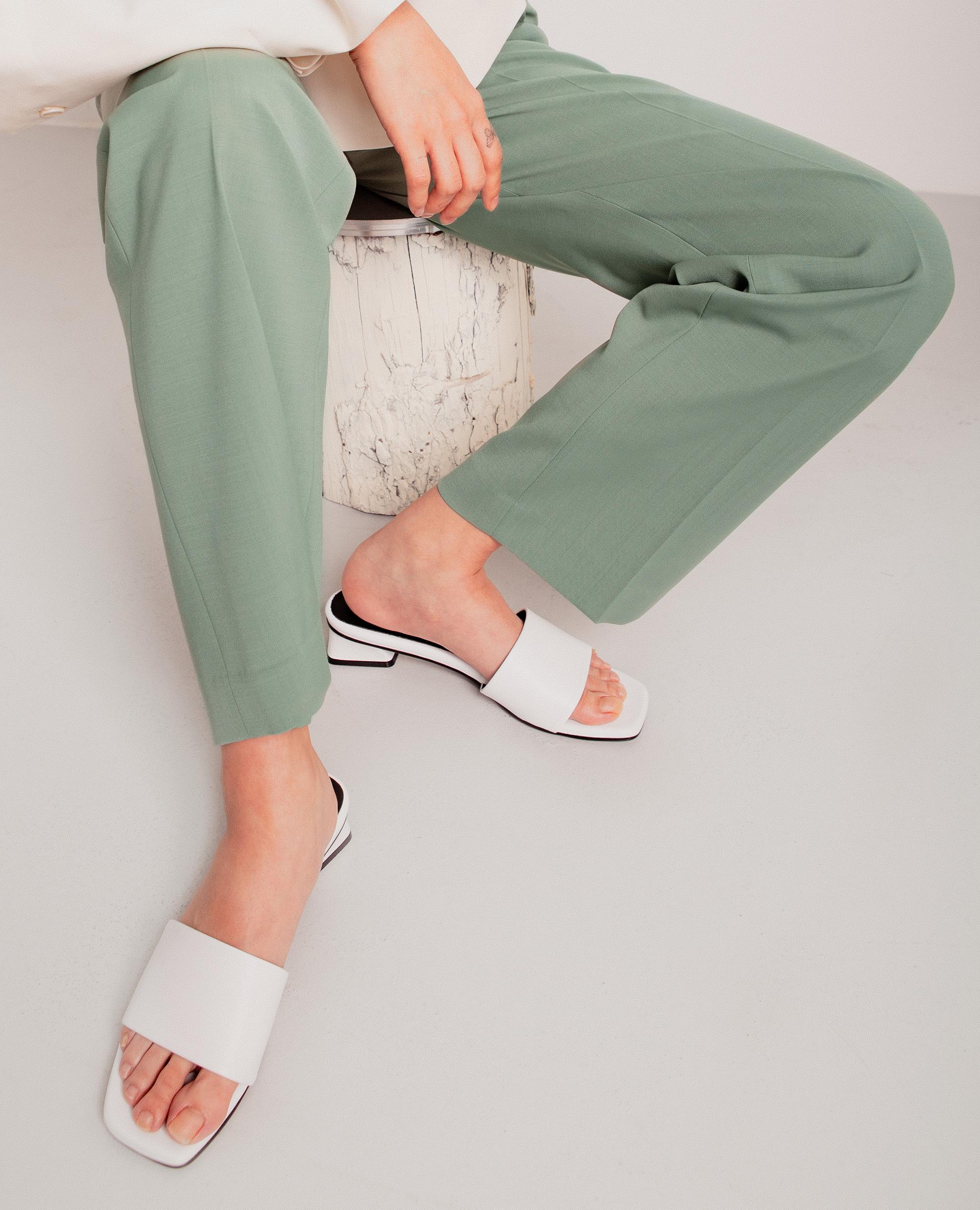 플랫아파트먼트써클, 플랫아파트먼트서클, 플랫슈즈, 슬라이드, 슬라이드샌들, 슬리퍼, 미드힐, 샌들, flatapartmentcircle, flat apartment circle, flat shoes, slides, slide sandals, flat shoes, slippers, mid heels, sandals