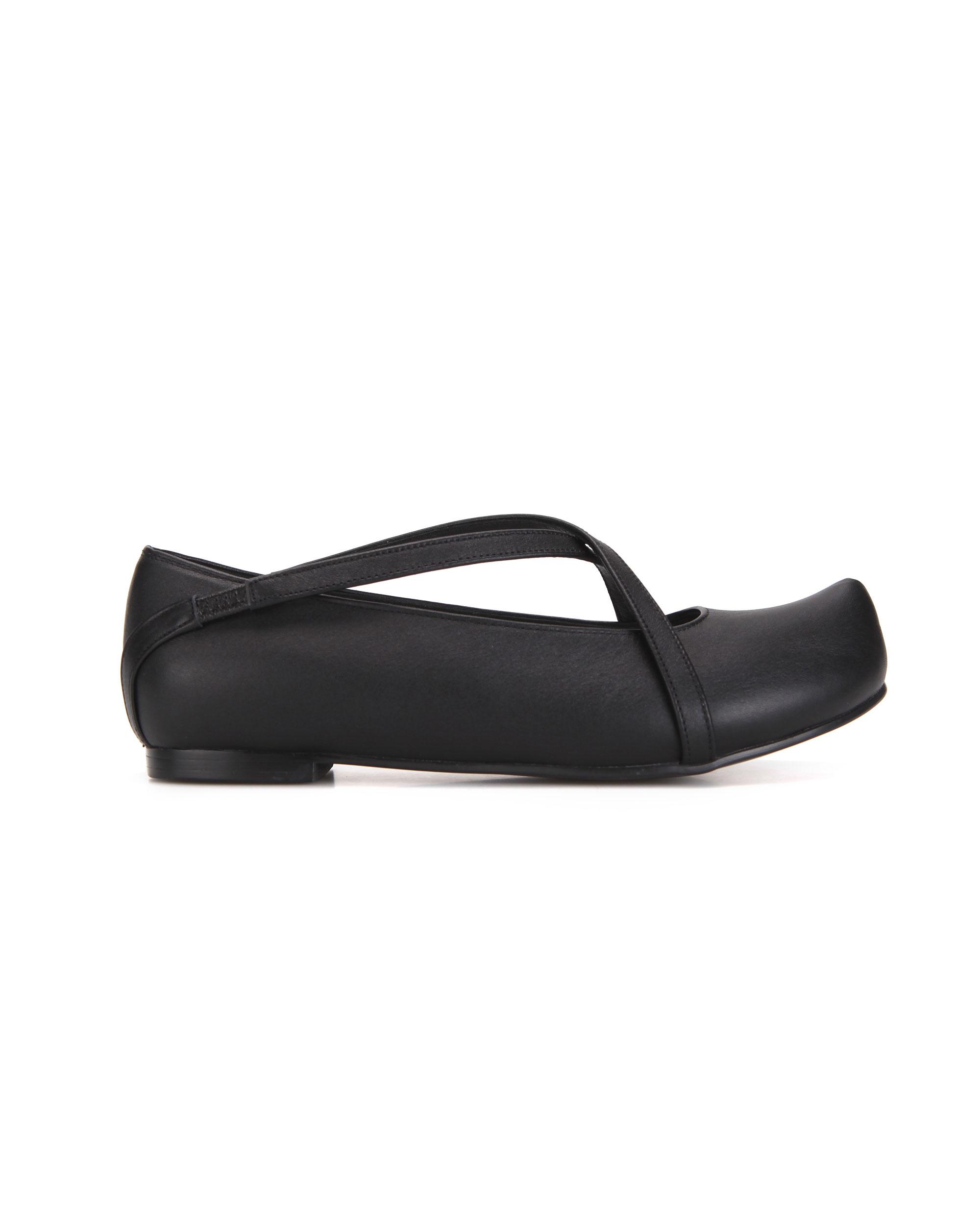 플랫아파트먼트, 플랫아파트먼트 신발, 플랫아파트먼트 슈즈, 포인티드토, 포인티드코, 포인티드토 플랫폼 신발, x스트랩플랫폼, x스트랩플랫폼슈즈, flatapartment, flat apartment, flat apartment shoes, flatapartment shoes, x strap flats, pointed toe flats, pointed toe shoes, x strap shoes, x strap flats, criss cross strap flats, criss cross x strap pointed toe flats, flat shoes with strap, shoes, Seoul fashion, K fashion, flat shoes, platforms, unique shoes, unique platforms