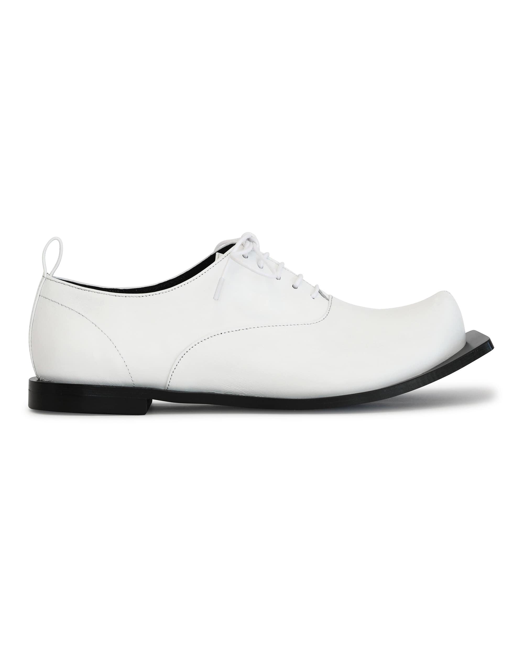 플랫아파트먼트, FLAT APARTMENT, 플랫아파트먼트 신발, FLAT APARTMENT SHOES, pointed toe, pointed toe shoes, pointed toe oxfords, oxford shoes, wide outsole shoes, lace up oxford shoes, lace up oxfords, flat shoes, unique shoes, unique toe,  korean shoes brand, korean shoes, handmade shoes, flat shoes, squared outsole shoes, squared outsole, wide squared outsole shoes, 넓은 밑창, 플랫슈즈, 옥스포드 슈즈, 레이스업 플랫 슈즈, 뾰족 코 슈즈, 포인티트 토 슈즈, 신발, 슈즈, 구두, 옥스포드 플랫 슈즈, seoul fahsion, k fahsion, south korea shoes brand, order made shoes, 수제화, 주문제작 신발, 편한 신발