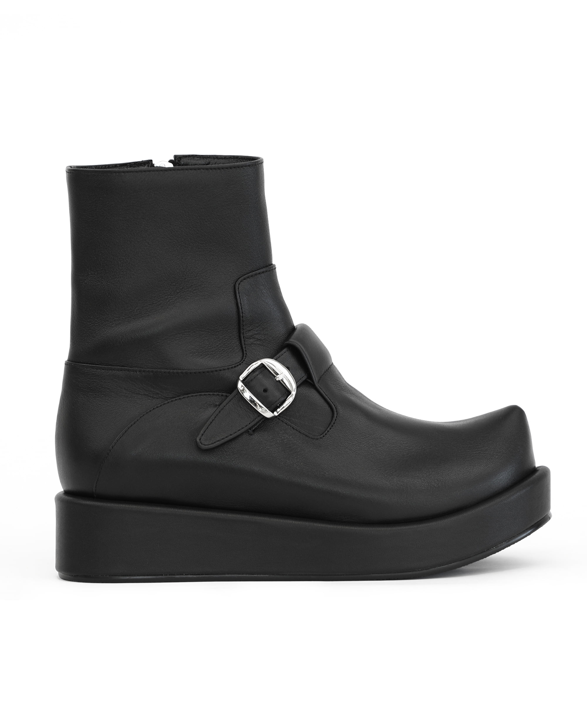 플랫아파트먼트, FLAT APARTMENT, 플랫아파트먼트 신발, FLAT APARTMENT SHOES, pointed toe, pointed toe shoes, pointed toe boots, t-bar shoes, platform, platform shoes, platform boots, pointed toe buckle boots, buckle boots, unique boots, unique shoes, unique toe,  korean shoes brand, korean shoes, handmade shoes, 플랫슈즈, 부츠, 포인티드 토 부츠, t-bar boots, 뾰족 코 슈즈, 포인티트 토 슈즈, 신발, 슈즈, 구두, 뾰족 코 부츠, 버클 부츠, seoul fahsion, k fahsion, south korea shoes brand, order made shoes, 수제화, 주문제작 신발, 편한 신발