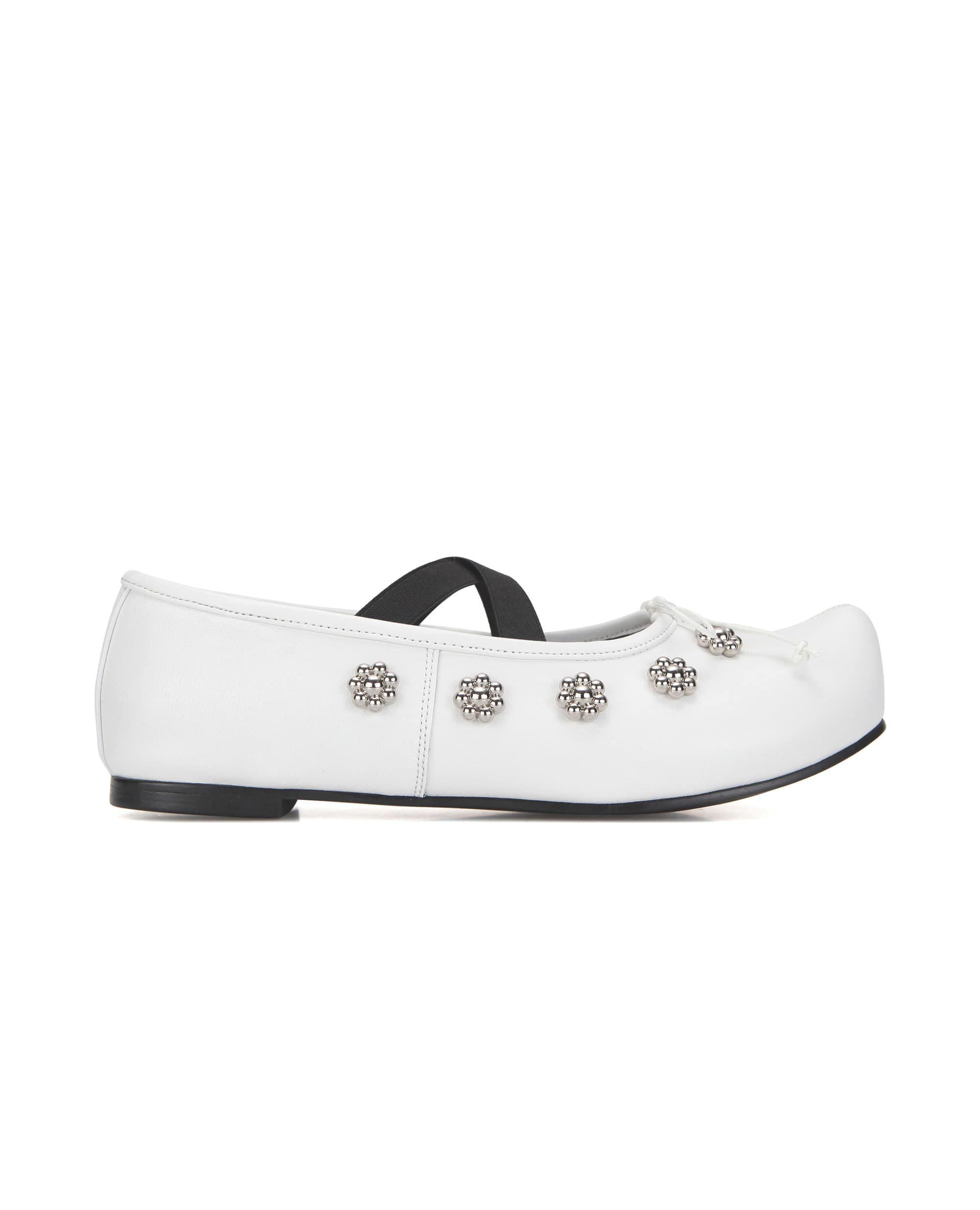 Pointed toe flower ballerinas | White