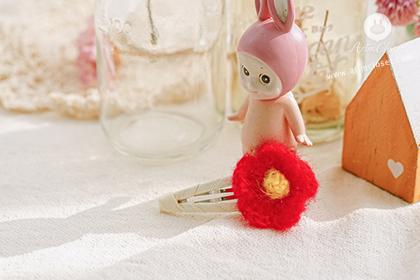 귀여운 쪼꼬미에게 깜찍한 꽃 핀이래요 - cute red knit flower point pin (1ea)