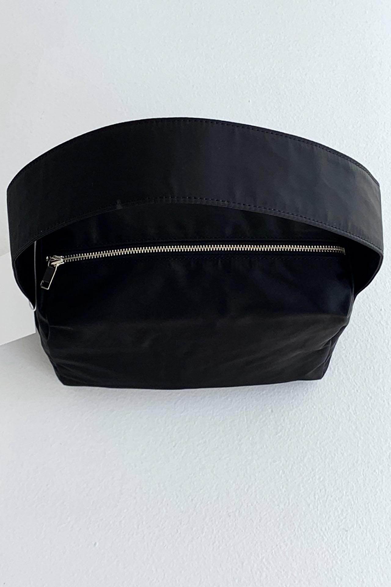 EASY SQUARE BAG BLACK