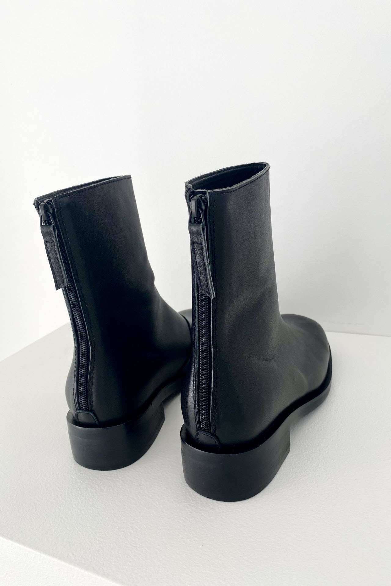 SQUARE SOFT LEATHER MIDDLE BOOTS BLACK