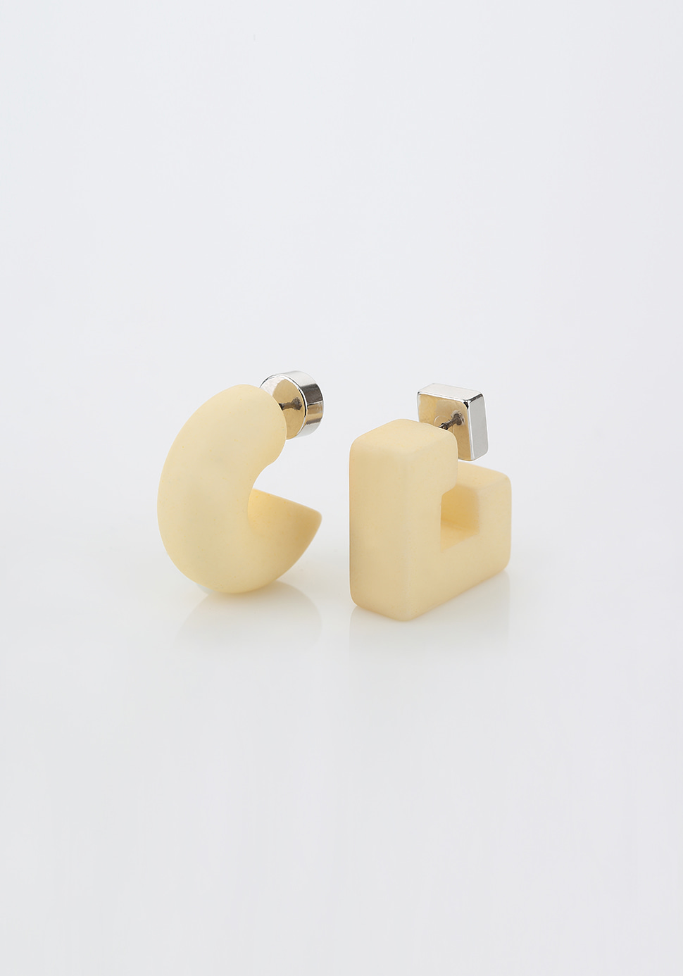 Puffy Pipe Earring (butter)