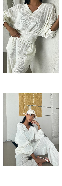swim wear/inner wear model image-S1L3