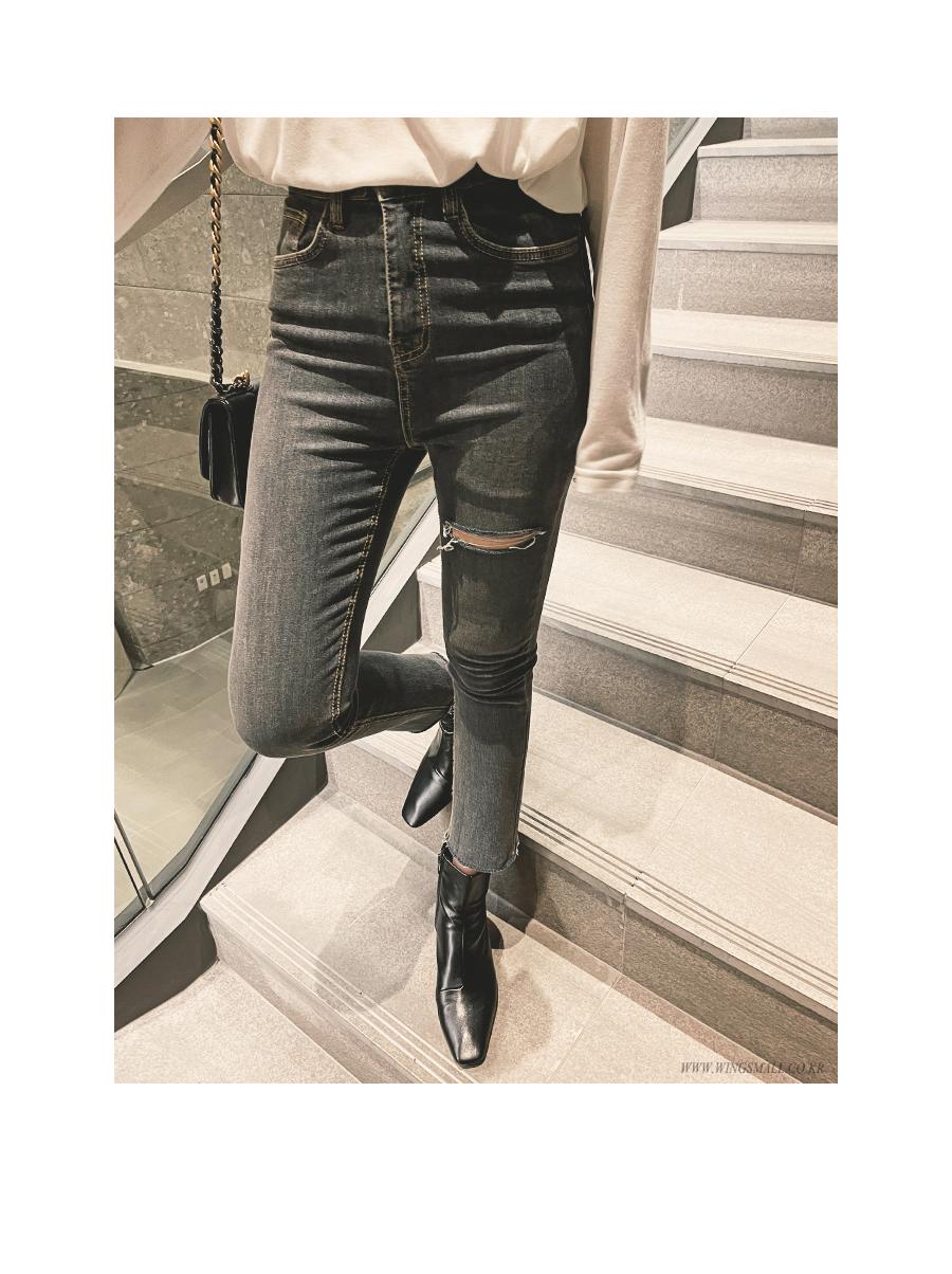 suspenders skirt/pants model image-S1L7