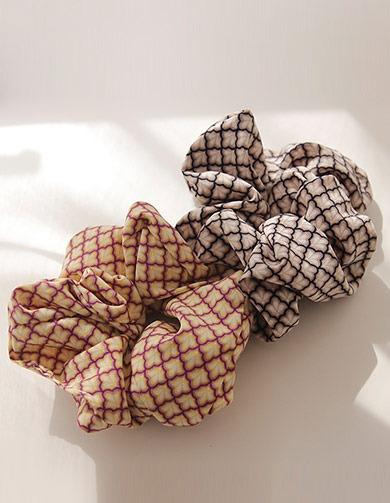 제이로렌 슈슈 패브릭 에스닉 패턴 머리끈(3Color) H0570[블랙머리끈,네이비머리끈,옐로우머리끈,패브릭머리끈,헤어슈슈,신상품,인기상품,추천머리끈,패턴머리끈]