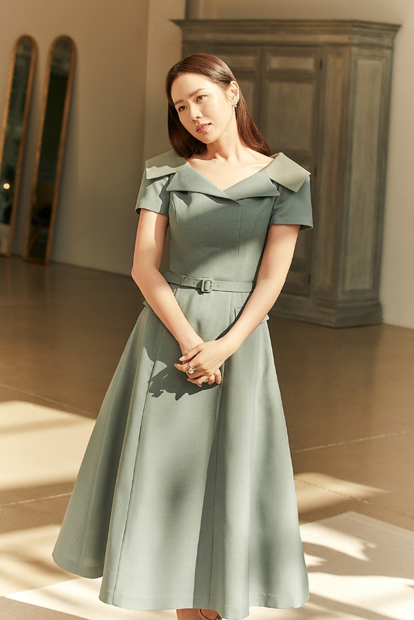 ALICE Wide v-neck notched collar dress (Shadow green)