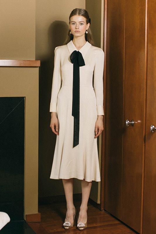 [아이유, 김유정, 조보아, 진세연 착용] EMMA classic collar detail with Semi mermaid dress (Light beige)