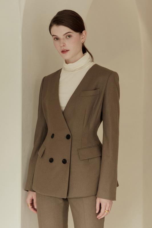 JADE Collarless voluminous constructed blazer (Light khaki brown)