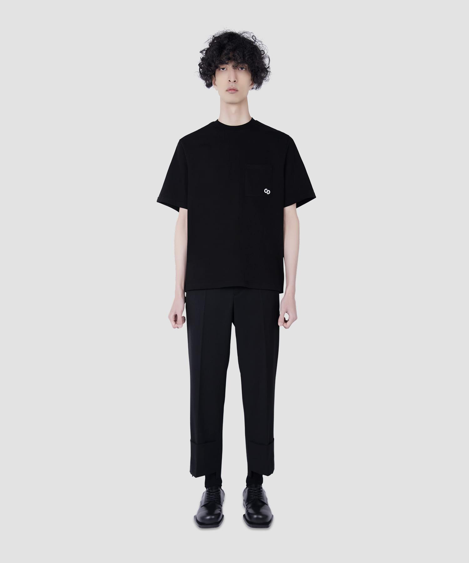 블랙 포켓 로고 자수 티셔츠