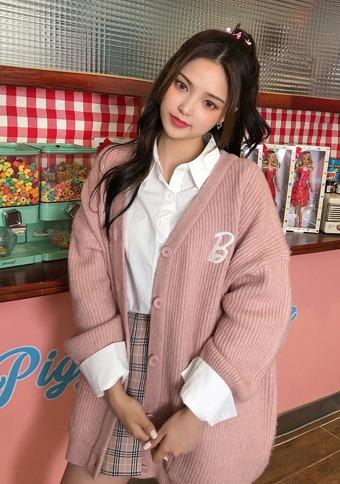 Love Barbie pink chocolate cardigan_H66689 - 韓国通販 chuu