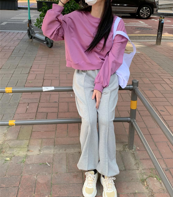 긴팔 티셔츠 모델 착용 이미지-S2L7