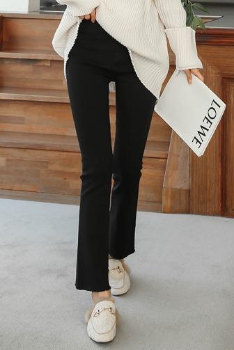 데이즈기모팬츠_D4PA 팬츠 편안한 30대여성쇼핑몰 20대여자쇼핑몰 키작은여자쇼핑몰 여성의류쇼핑몰 패션 스타일리쉬한 세련미 빈티지 기모팬츠 데일리 포인트 포인트룩 블랙