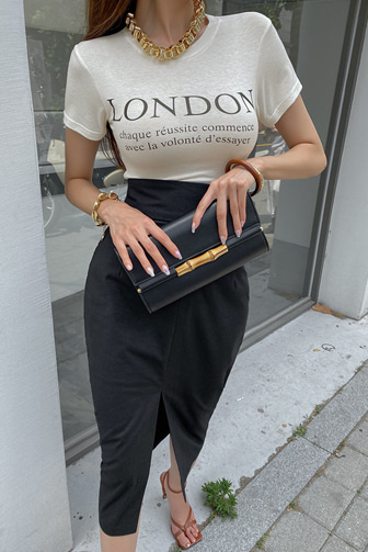 커맨더슬림티_D2TA 이채은쇼핑몰 티셔츠 반팔티 레터링티 캐주얼룩 라운드넥 여름 썸머룩 여자여름코디 블랙 아이보리 블루 여친룩 글램핏 슬림핏 레이온 봄 데이트룩 데일리 세련된
