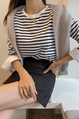 커민단가라커프스탑_D3TO 상의 티셔츠 커프스 30대여성쇼핑몰 20대여자쇼핑몰 키작은여자쇼핑몰 여성의류쇼핑몰 스트라이프 출근룩 데이트룩 데일리룩 여친룩 블랙티셔츠 블루티셔츠
