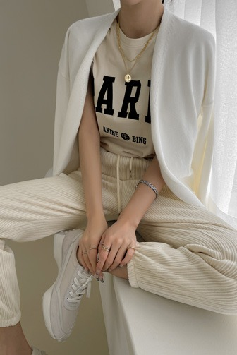 페리나염티_D3TA 탑 상의 티셔츠 30대여성쇼핑몰 20대여자쇼핑몰 키작은여자쇼핑몰 여성의류쇼핑몰 데일리룩 데이트룩 여친룩 라운드 면 반팔 레터링 베이직 아이보리티셔츠 베이지티셔츠 카키티셔츠 블랙티셔츠