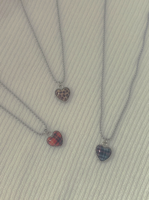 PATTERN GLOSSY HEART NECKLACE(BEIGE, RED, BLACK 3COLORS!)