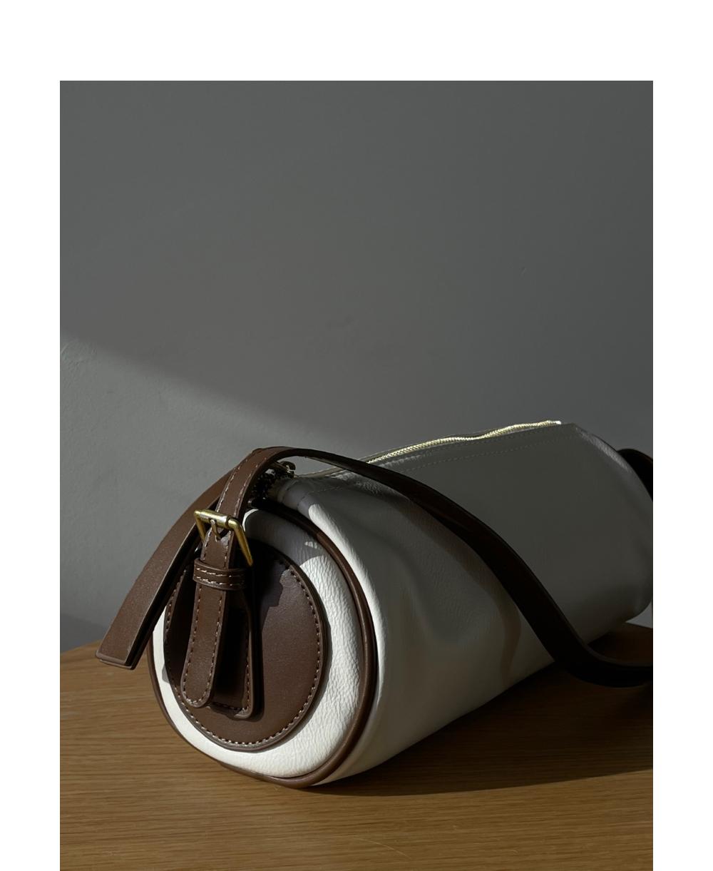 가방 모델 착용 이미지-S1L4
