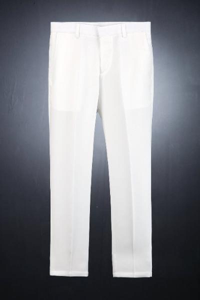 象牙白紧身直筒宽松裤
