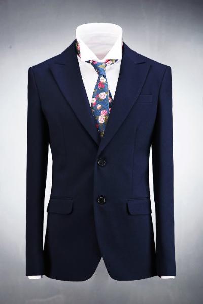 深蓝色经典双排扣西装