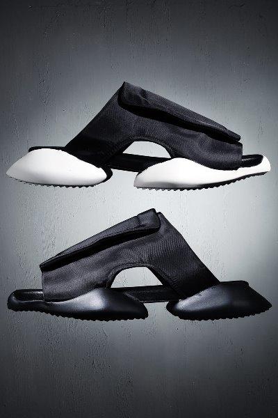 前卫风格魔鬼橡毡胶拖鞋