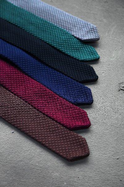 早秋风尚压纹针织领带