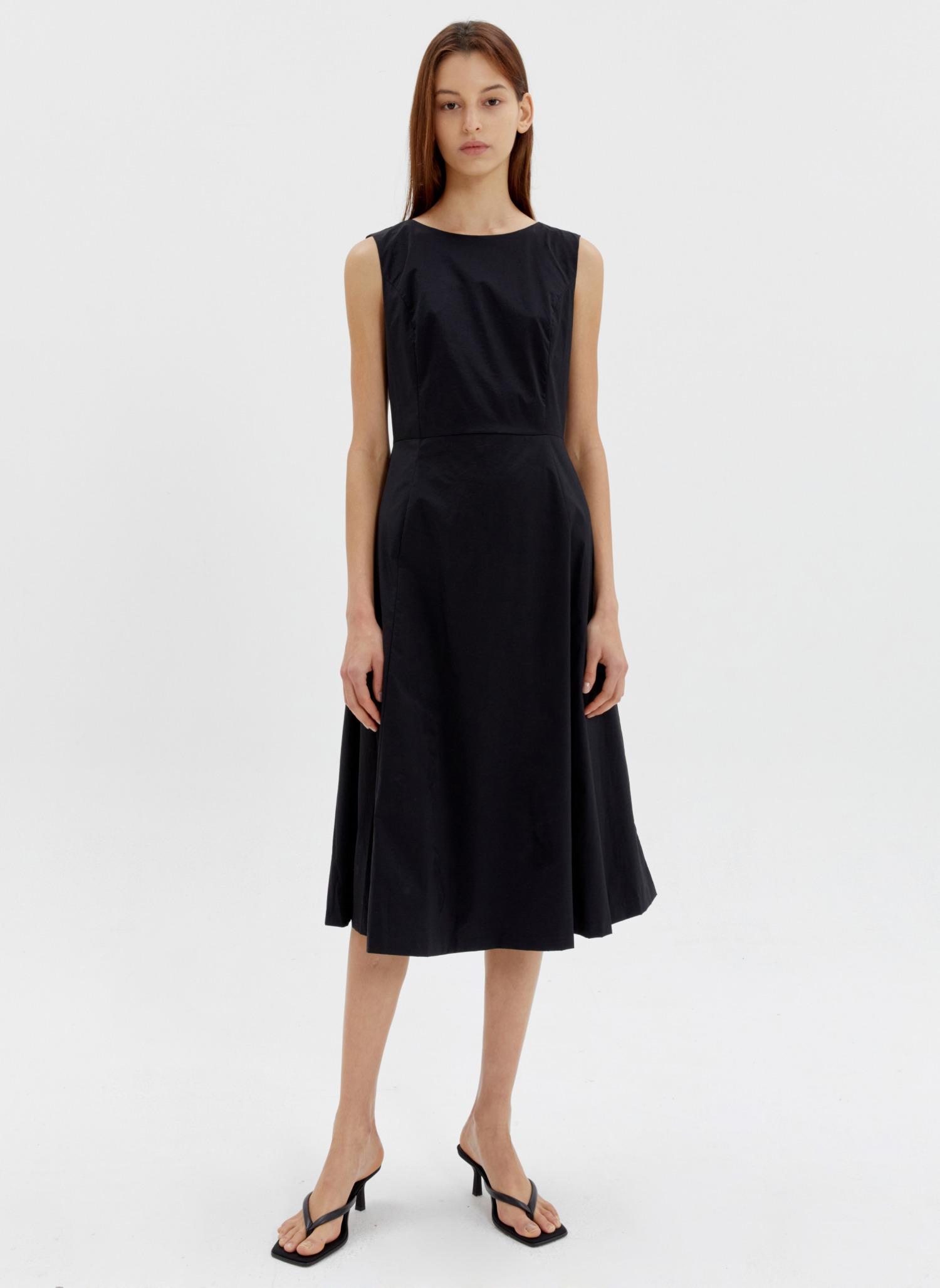 Sleeveless flare dress black