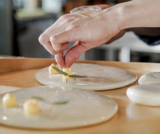 자연의 화풍을 요리하는 식탁 윌로뜨