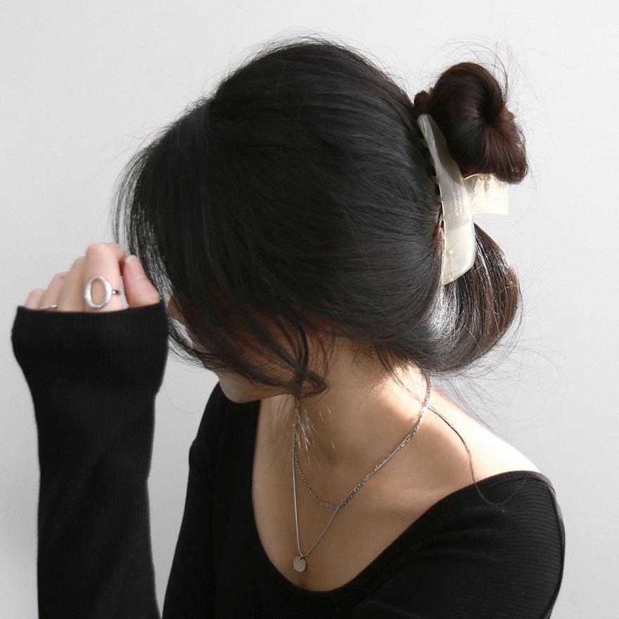 Asymmetrical Hair Clamp