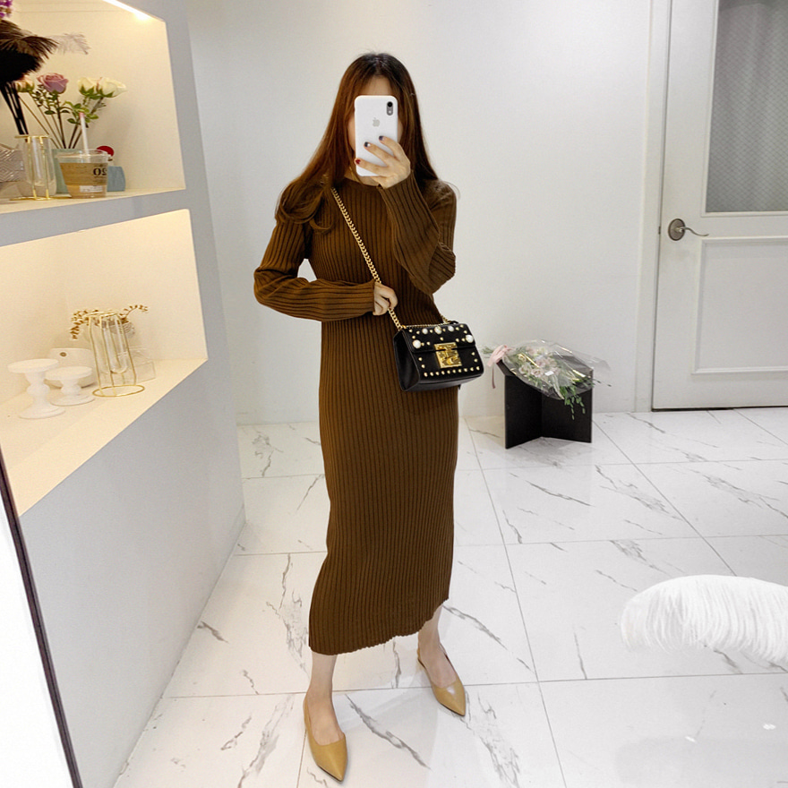 Ribbed Knit Extended Sleeve Midaxi Dress