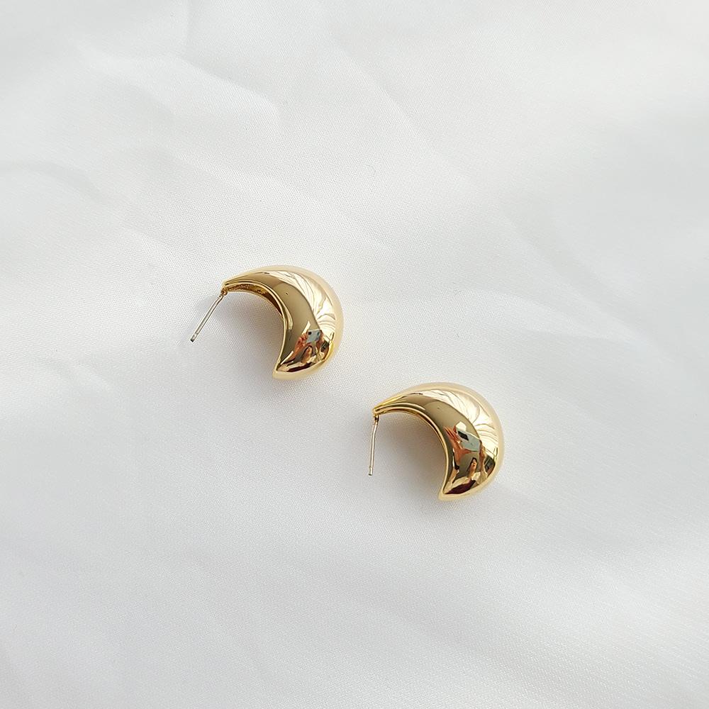 体积大胆的形状耳环