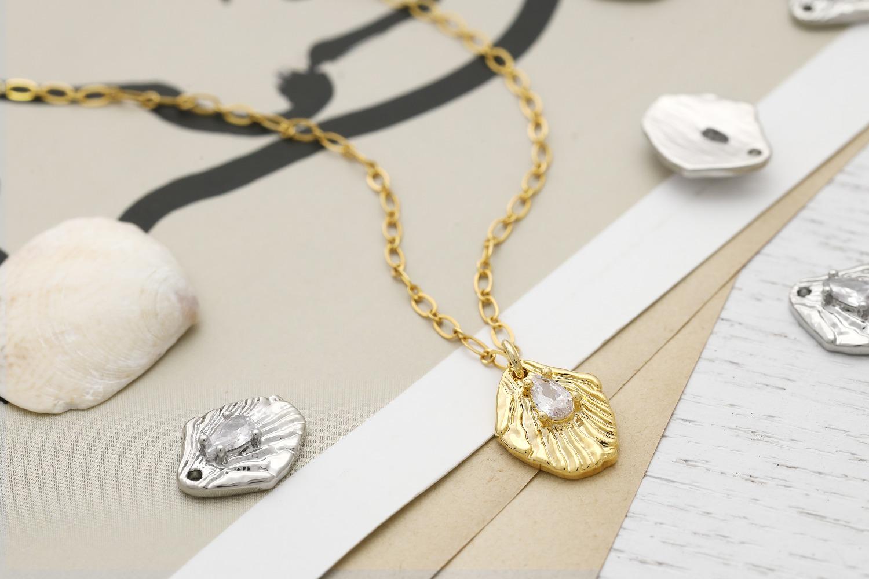 [Q17-VC6] Vintage cubic charm, Brass, Cubic zirconia, Nickel free, Shell pendant, Unique charm, Jewelry making supplies, 1 piece (Q17-P3, Q17-P3R)