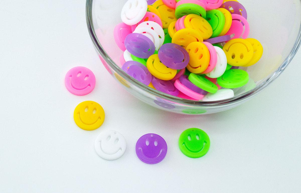 [V5-VC3] Large smile charm, Acrylic, Smiley face, Smile pendant, Necklace making, Unique charm, 2 pcs