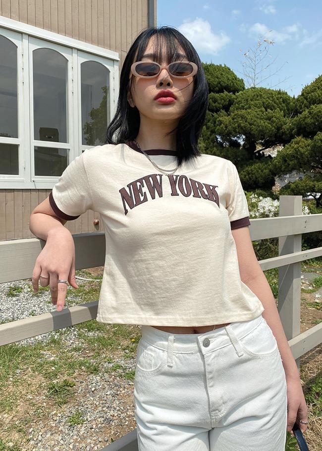 撞色边字母图案短款T恤